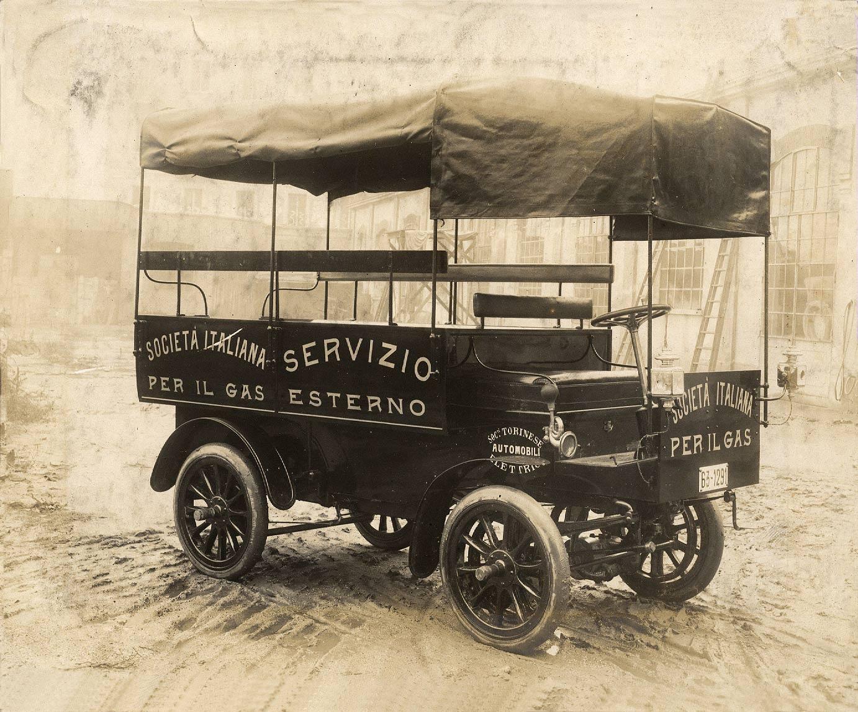Foto B/N_ carro società italiana per il gas